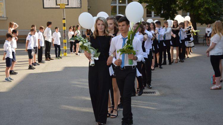 Elballagott 101 rókusis diák…