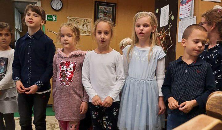Idősek Világnapja a rókusis gyerekekkel